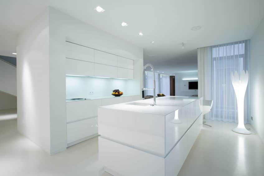 משטח לבן למטבח